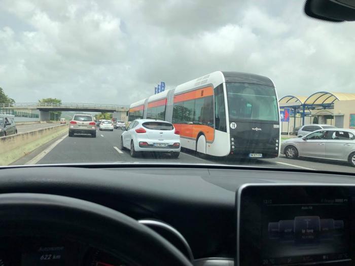 Insolite : un BHNS sur l'autoroute !