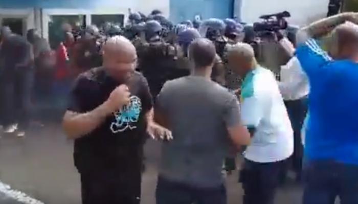 Intervention musclée des forces de l'ordre pour libérer les accès de Fond Sarail (vidéo)