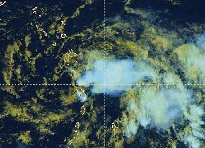 Isaac traverse l'Arc Antillais, la Martinique toujours en rouge