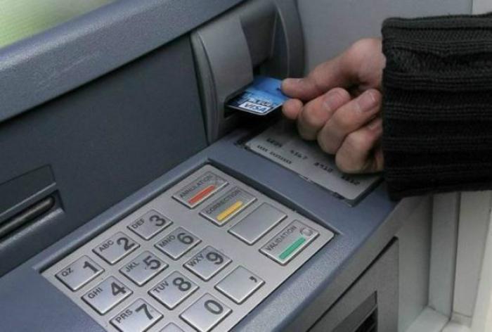 Ivre, il attaque au coutelas des distributeurs de billets