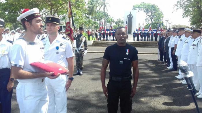 Jean-Claude Bernabé a reçu la médaille du courage des mains du préfet