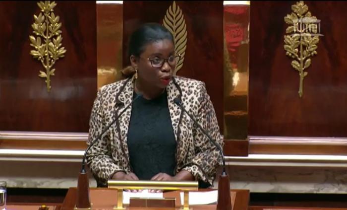 Justine Bénin interpelle le gouvernement sur l'enseignement supérieur