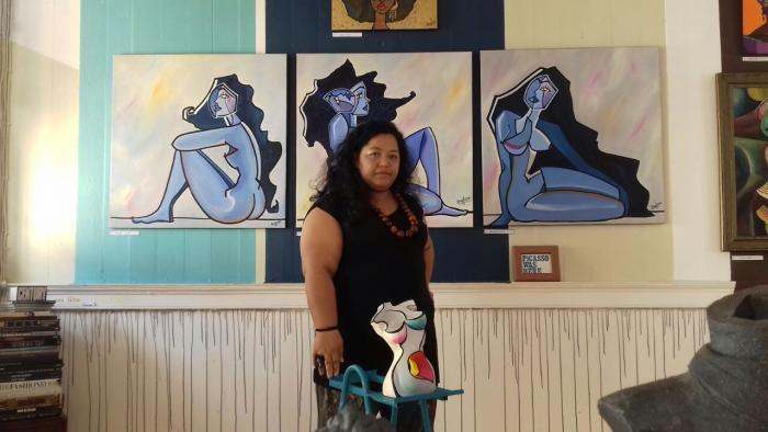 L'artiste Drey Sorensen expose ses peintures à la maison des artistes Un Œuf