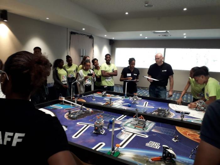 L'équipe du collège Beauséjour remporte la compétition robotique first en Martinique
