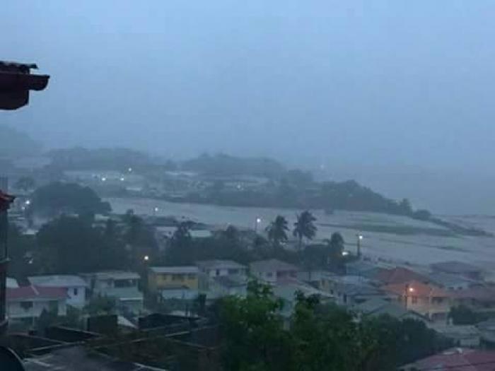 La Dominique en proie aux inondations provoquées par la tempête Erika