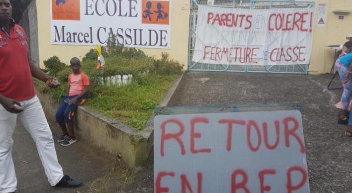 La fermeture d'une classe à l'école de Bezaudin à Sainte-Marie est confirmée. Les parents d'élèves restent mobilisés