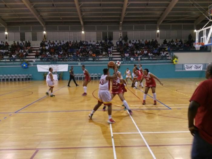 La finale de la Coupe de Basket-Ball de Martinique, les femmes de la Gauloise et les hommes du Golden Lion l'emportent