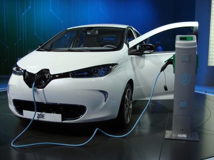La mairie du Diamant accueille sa première voiture électrique