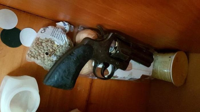 La police trouve de la drogue et une arme à Basse-Terre