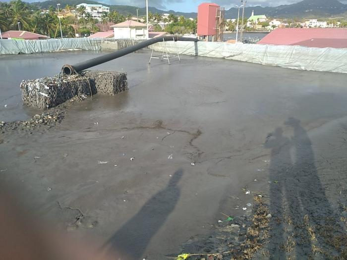 La vase ralentit les travaux de désensablement du port de pêche du Vauclin