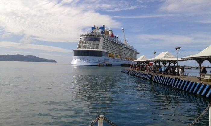 Le 2ème plus gros paquebot de croisière du monde dans la baie de Fort de France