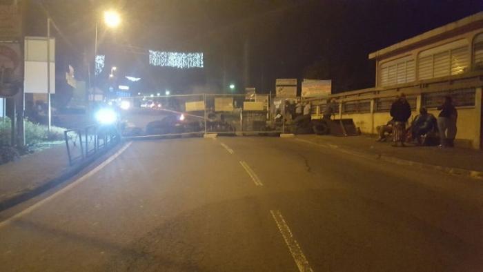 Le collectif de défense mobile bloque le bourg de Sainte-Rose