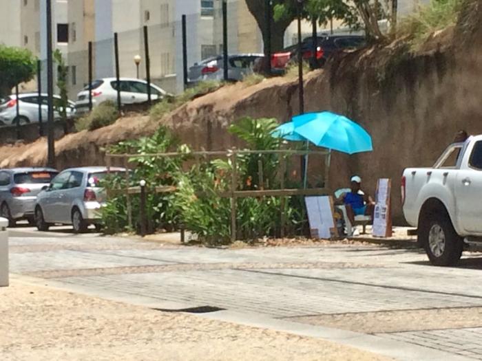 Le gérant d'un complexe touristique a entamé une grève de la faim devant la CTM