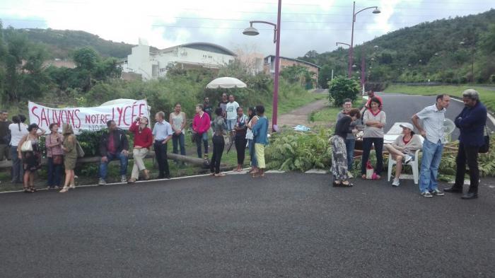 Le lycée de Bellefontaine est bloqué
