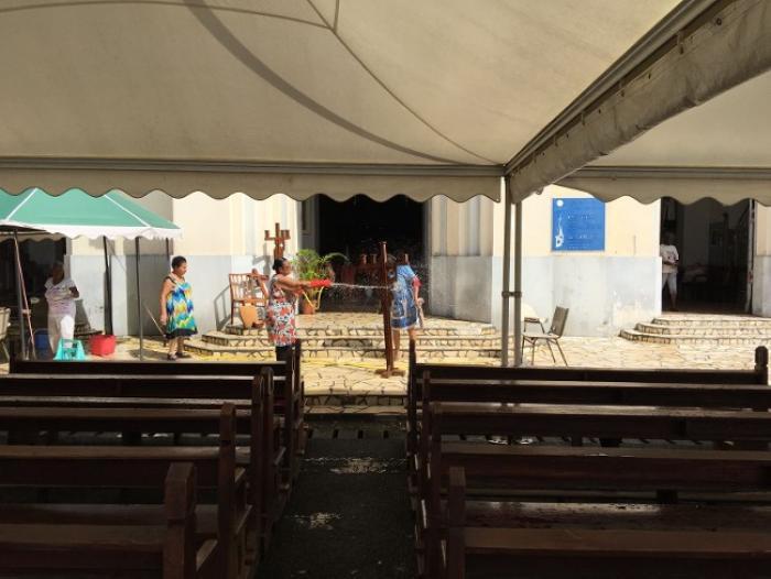 Le parvis de l'Eglise de Sainte-Thérèse accueille désormais une messe le dimanche