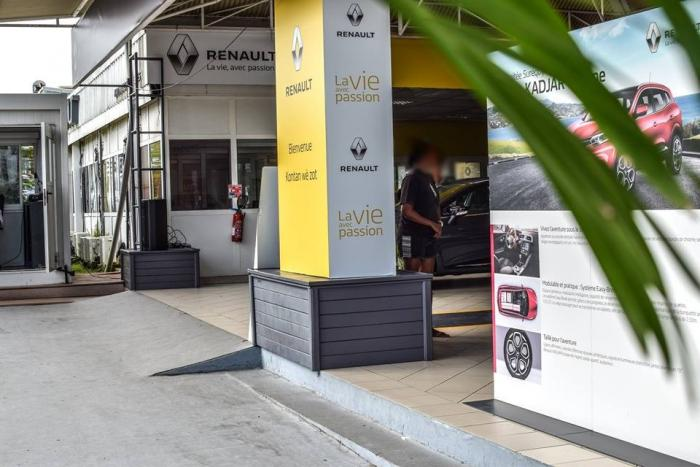 Le personnel du garage de Martinique Automobile en grève