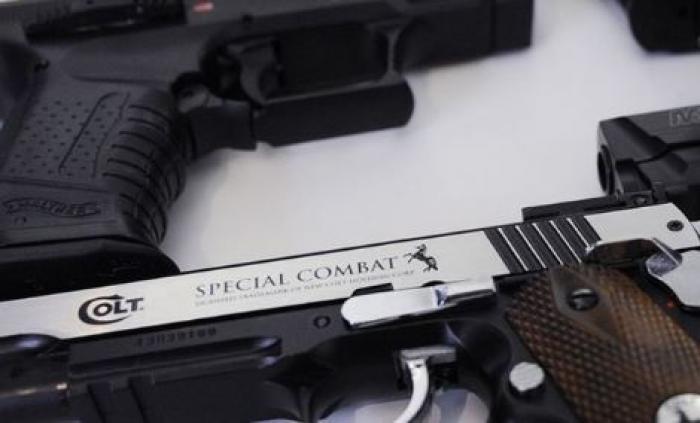 """Le préfet interdit """"le port visible de tout objet ayant l'apparence d'une arme à feu"""""""