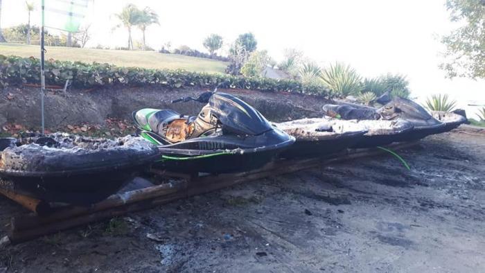 Les 6 jet skis d'un loueur ont brûlé dans un incendie criminel