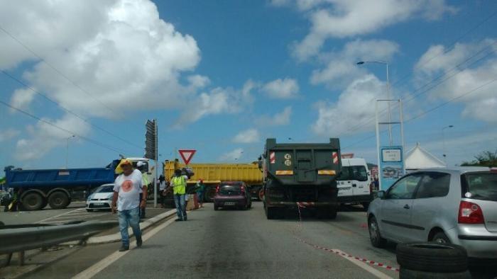 Les barrages sont de nouveau en place en Guyane