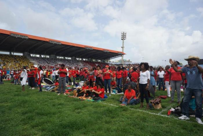 Les catholiques ont célébré la Pentecôte au stade de Dillon