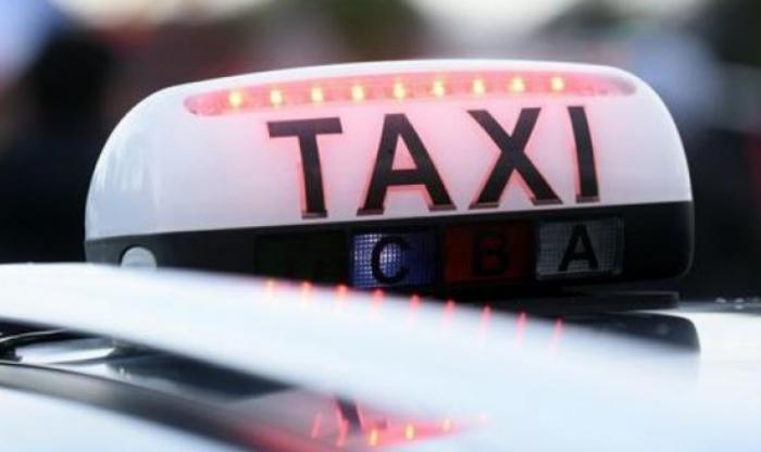 Les chauffeurs de taxis bloquent plusieurs axes routiers majeurs