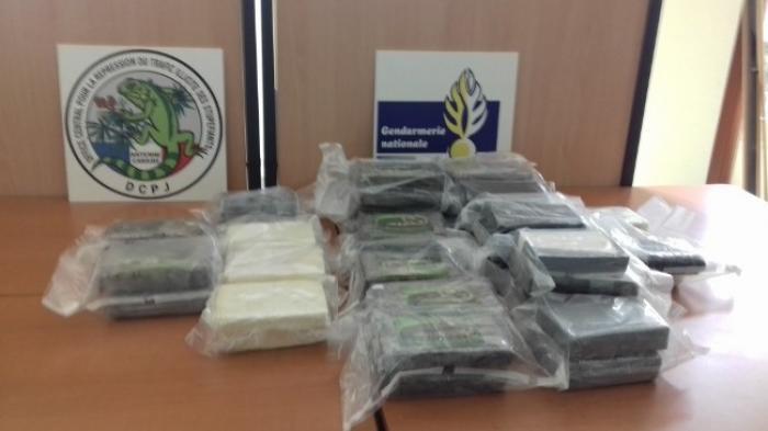 Les forces de l'ordre saisissent près de 60 kilos de cocaïne sur le port