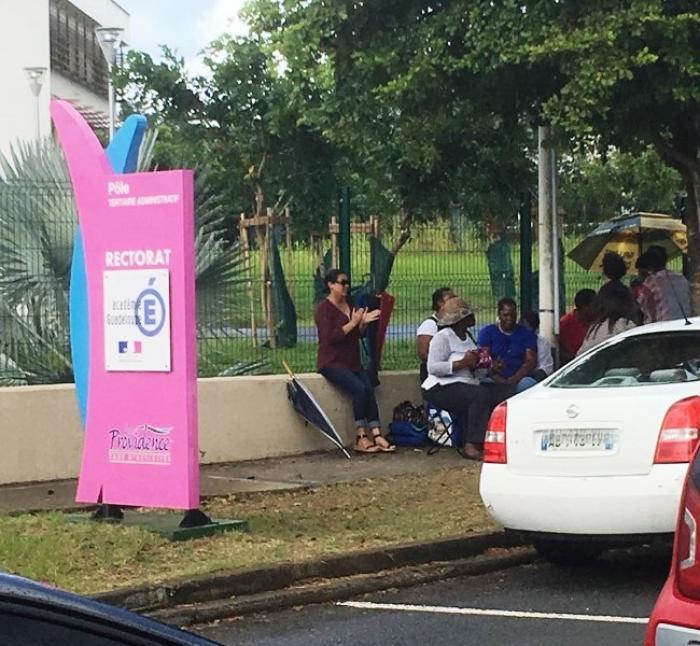 Les gestionnaires d'établissement scolaire en grève