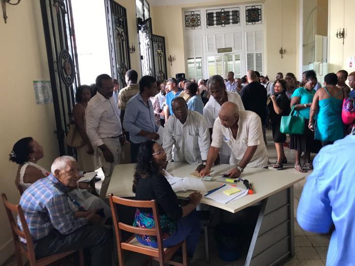 Les grands électeurs se rendent aux urnes