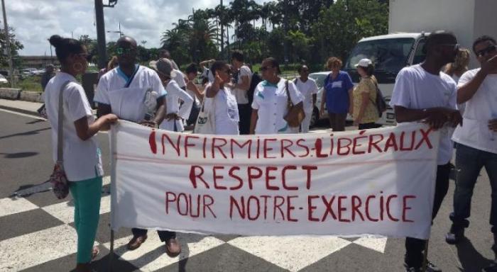 Les infirmières et les infirmiers libéraux dans la rue