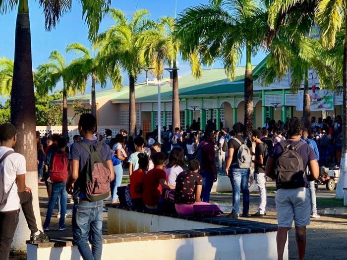 Les lycéens de Charles Coëffin bloquent l'accès