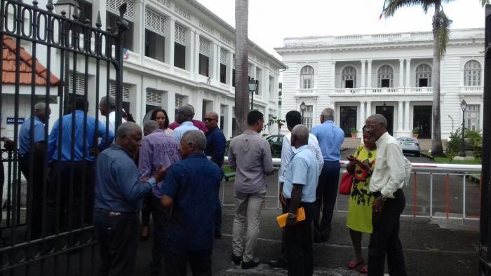 Les maires de Martinique protestent contre la diminution des emplois aidés