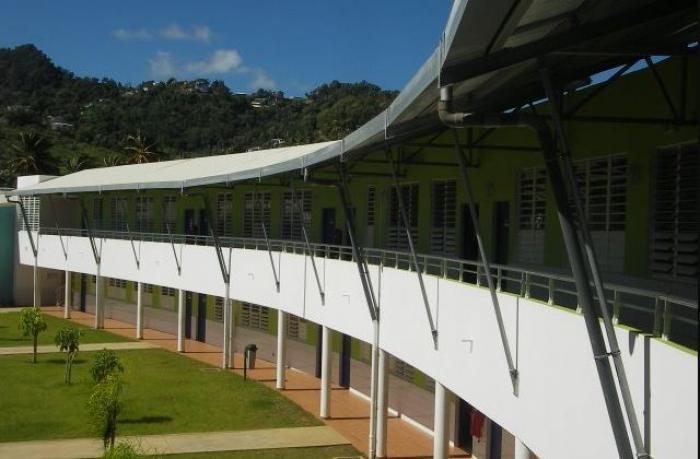 Les élèves du collège Robert 3 transférés à la cité scolaire Frantz Fanon de Trinité