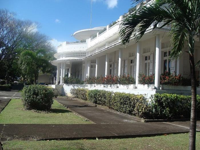 Les établissements scolaires fermés mardi en Guadeloupe (Préfet)