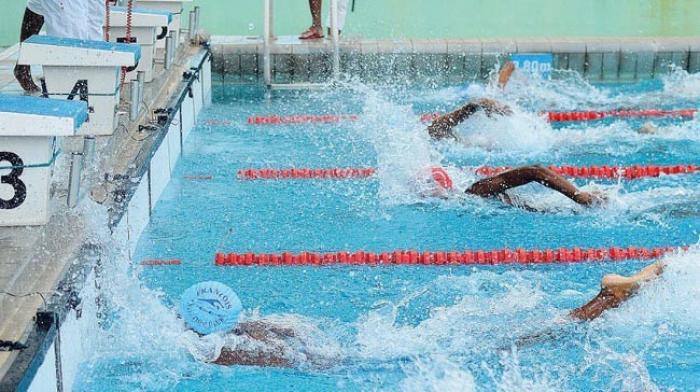 Les nageurs Guadeloupéens dans leur bain aux CARIFTA