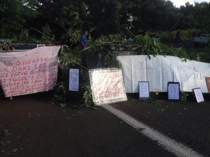 Les professeurs du LEGTA de Croix-Rivail mobilisés pour leur proviseur