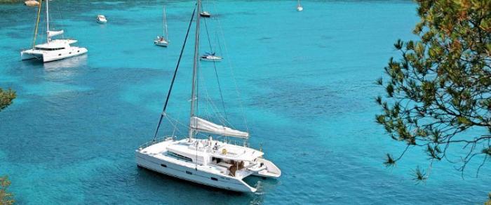 Les résidents de l'EPHAD Emma Ventura ont suivis la première étape sur un catamaran.