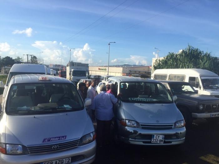 Les taxis collectifs continuent leur opération escargot sur l'autoroute !