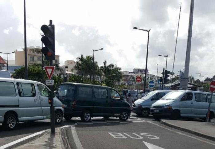 Les taxis collectifs contrarient le premier tour de chauffe du TCSP