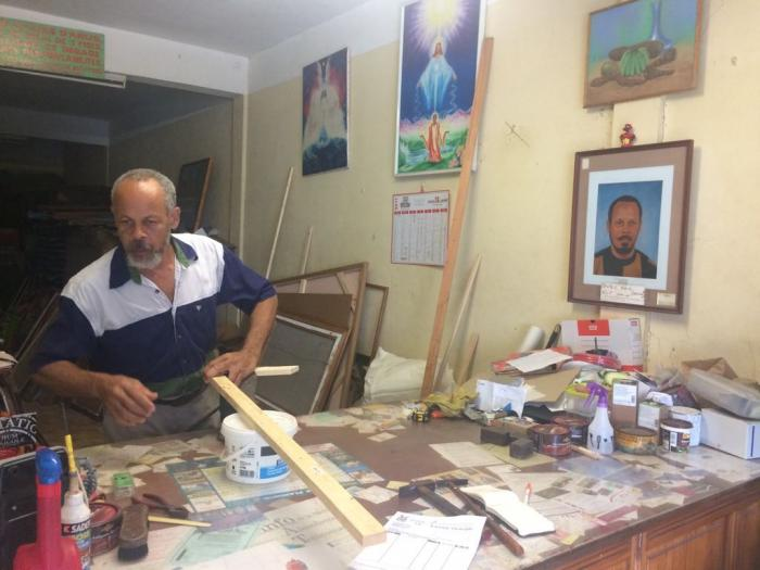 Les vieilles enseignes de Foyal : l'encadreur de la rue Victor Hugo