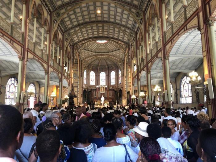 Messe chrismale : la cathédrale de Fort-de-France pleine à craquer