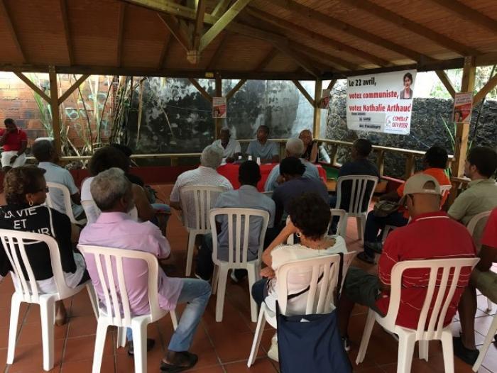 Nathalie Arthaud dévoile son programme pour la présidentielle devant des syndicalistes conquis