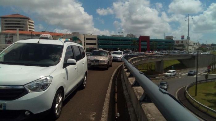 Nouvelle mobilisation des chauffeurs de taxis martiniquais