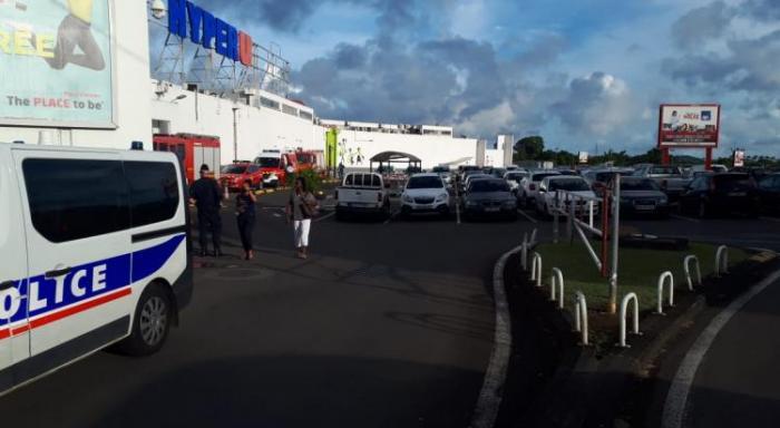 Odeur suspecte au centre commercial de Place d'Armes au Lamentin : l'enquête se poursuit