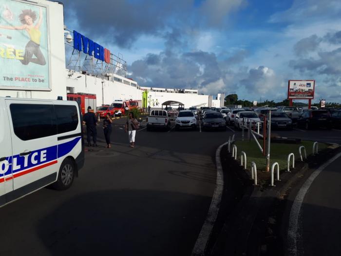Odeur suspecte au sein du centre commercial de Place d'Armes au Lamentin