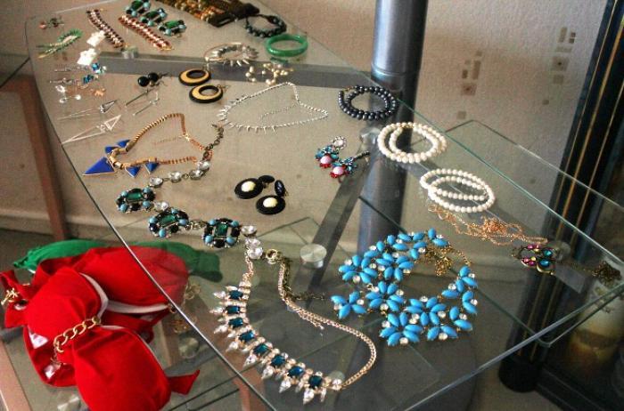 Offre 046XDYL-Vendeur / Vendeuse en bijoux fantaisie
