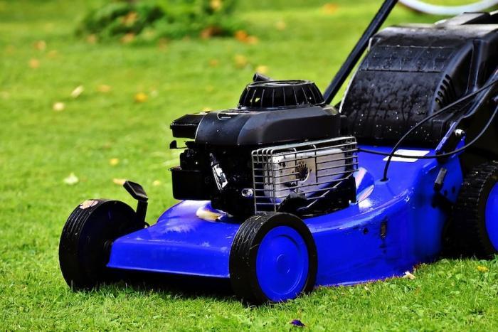 Peut-on tondre sa pelouse ou effectuer des travaux les jours fériés ?
