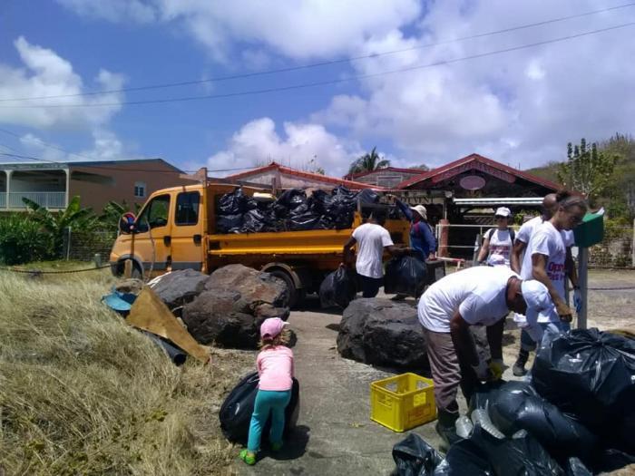 Plus de 12 tonnes de déchets ramassées lors de l'opération pays propre
