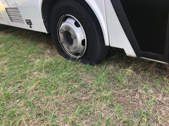 Pneus crevés sur des bus Mozaïk : le montant des réparations estimé à 20 000 euros