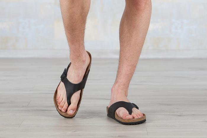 Poignardé pour sa paire de sandales
