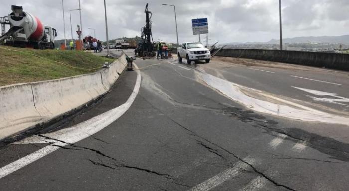 Pointe des Sables RN9 : une importante fuite d'eau potable responsable du glissement de terrain ?